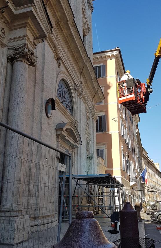 Entretien de la façade de Saint-Louis des Français : l'église reste ouverte